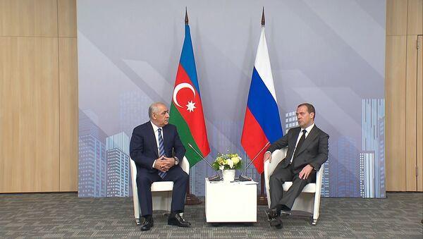 У нас с вами лучший результат: встреча Асадова с Медведевым - видео - Sputnik Азербайджан