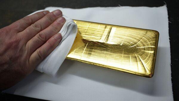 Золотой слиток, фото из архива - Sputnik Azərbaycan
