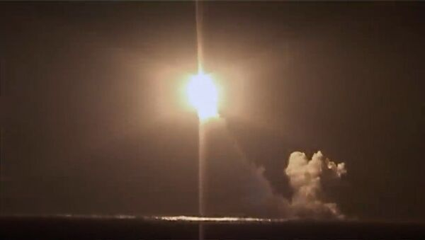 Пуск баллистической ракеты Булава  - Sputnik Азербайджан