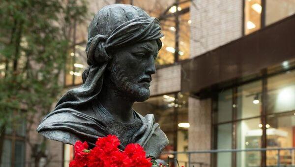 В Москве состоялось открытие памятника великому азербайджанскому поэту Имадеддину Насими - Sputnik Азербайджан