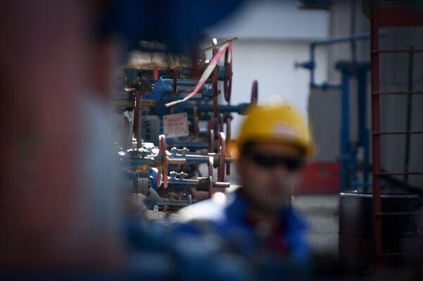 Бакинский нефтеперерабатывающий завод имени Гейдара Алиева - Sputnik Азербайджан