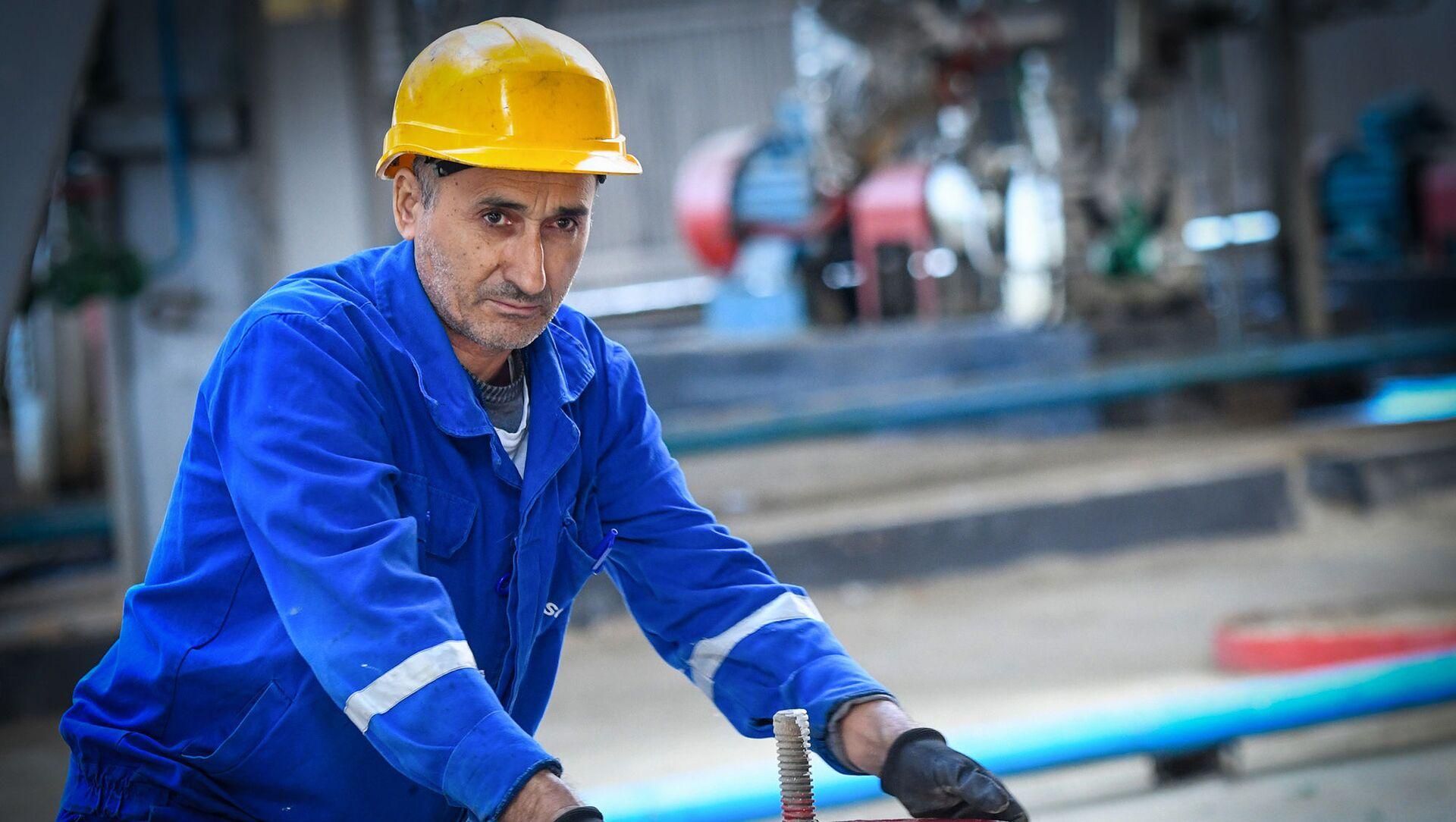 Бакинский нефтеперерабатывающий завод имени Гейдара Алиева - Sputnik Азербайджан, 1920, 17.07.2021