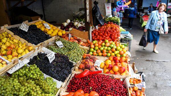 Продажа овощей и фруктов, фото из архива - Sputnik Азербайджан
