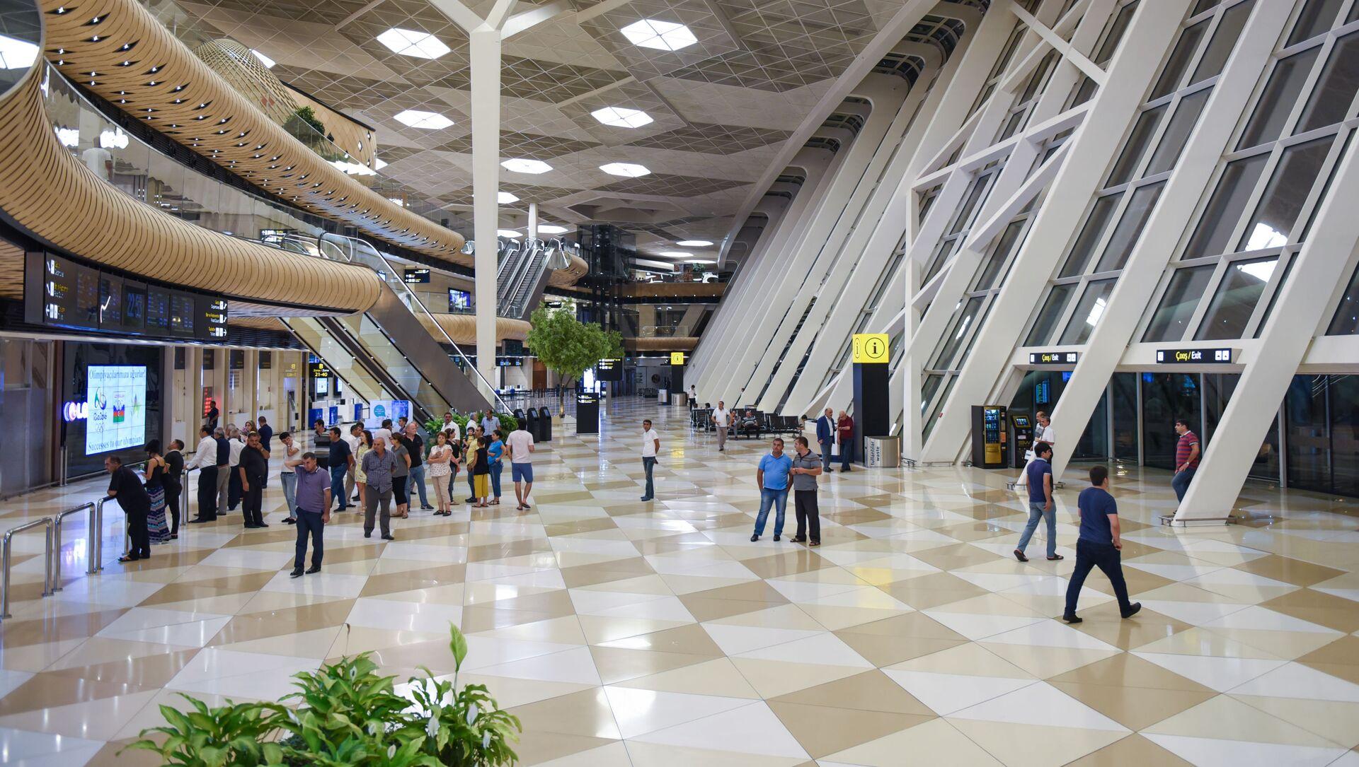 Вестибюль Международного аэропорта имени Гейдара Алиева в Баку - Sputnik Azərbaycan, 1920, 21.05.2021