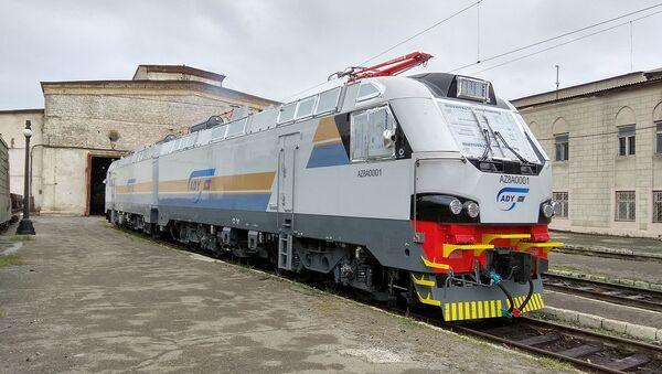 Грузовой локомотив компании Alstom в Баку - Sputnik Азербайджан