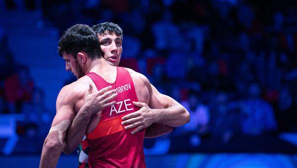 Азербайджанский борец греко-римского стиля Санан Сулейманов потерпел поражение от иранца Мухамедрзы Герайи  - Sputnik Азербайджан