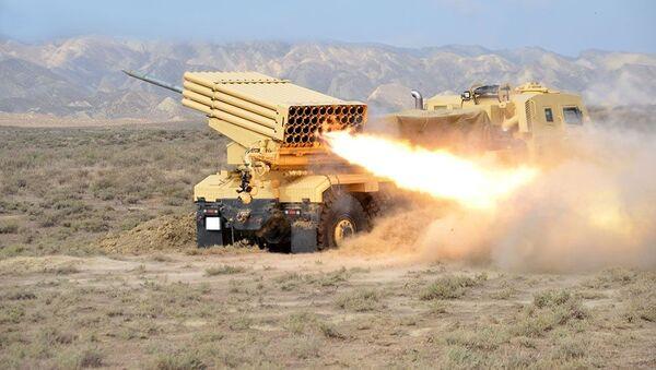 Ракетные и артиллерийские подразделения провели боевые стрельбы - Sputnik Azərbaycan