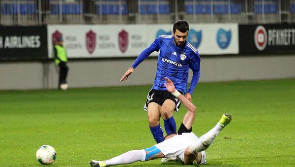 Qarabağın hücumçusu Mahir Emreli Neftçi ilə oyunda - Sputnik Азербайджан