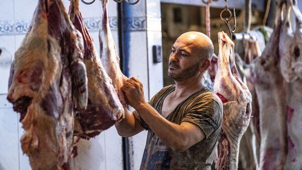 Рубка и резка мяса - Sputnik Азербайджан