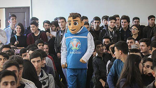 Студентам Университета туризма и менеджмента рассказали о Программе волонтеров Евро-2020 - Sputnik Азербайджан