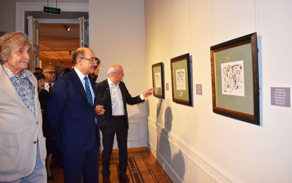 Чингиз Фарзалиев отметил юбилей выставкой По ступеням времени - Sputnik Азербайджан