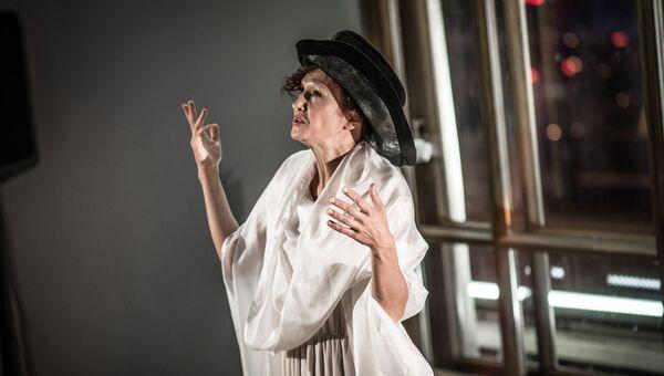 Елена Морозова в спектакле  Пушкин + «Евгений Онегин» - Sputnik Азербайджан