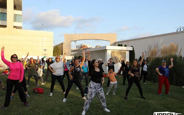 Зажигательные танцы на Фестивале здоровья  - Sputnik Азербайджан