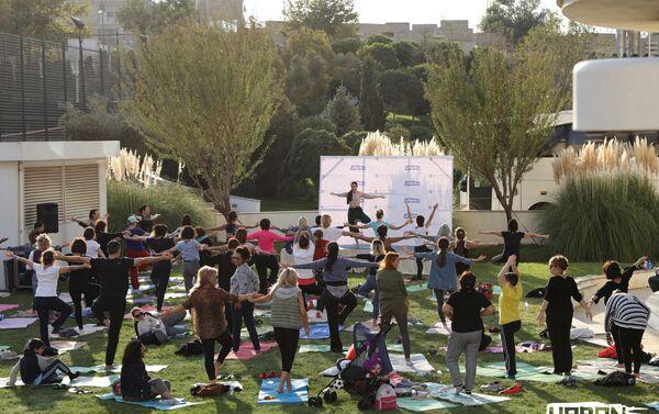 Йога на Фестивале здоровья - Sputnik Азербайджан