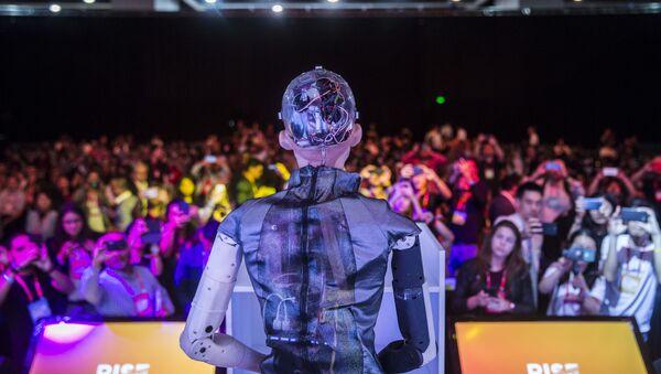 Робот София рассказывает об искусственном интеллекте - Sputnik Азербайджан