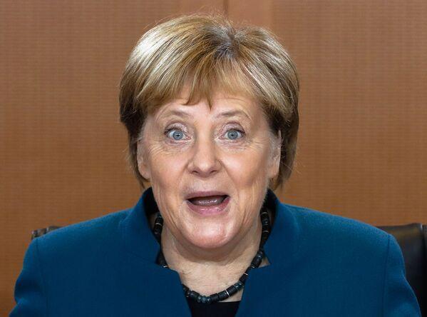 Канцлер Германии Ангела Меркель на еженедельном заседании правительства Германии в Берлине - Sputnik Азербайджан