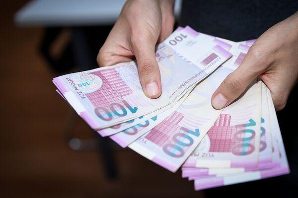 С 1993 года в Азербайджане прекратилось использование старых советских денежных знаков в качестве средств оплаты и осталась одна лишь национальная валюта. - Sputnik Азербайджан