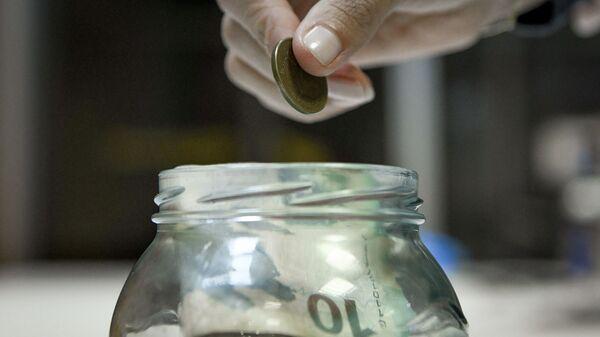 Банка с деньгами, фото из архива - Sputnik Азербайджан