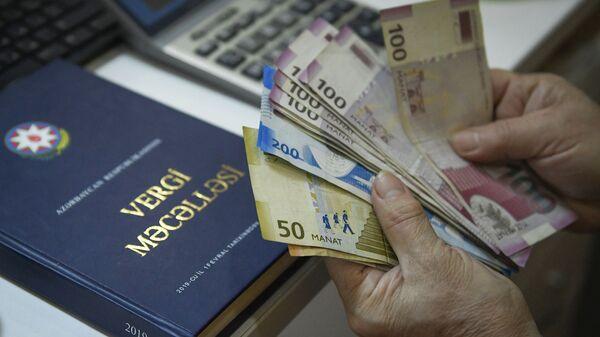 Пересчет денег, фото из архива - Sputnik Azərbaycan