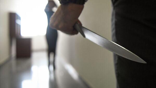 Мужчина с ножом, иллюстративное фото - Sputnik Азербайджан
