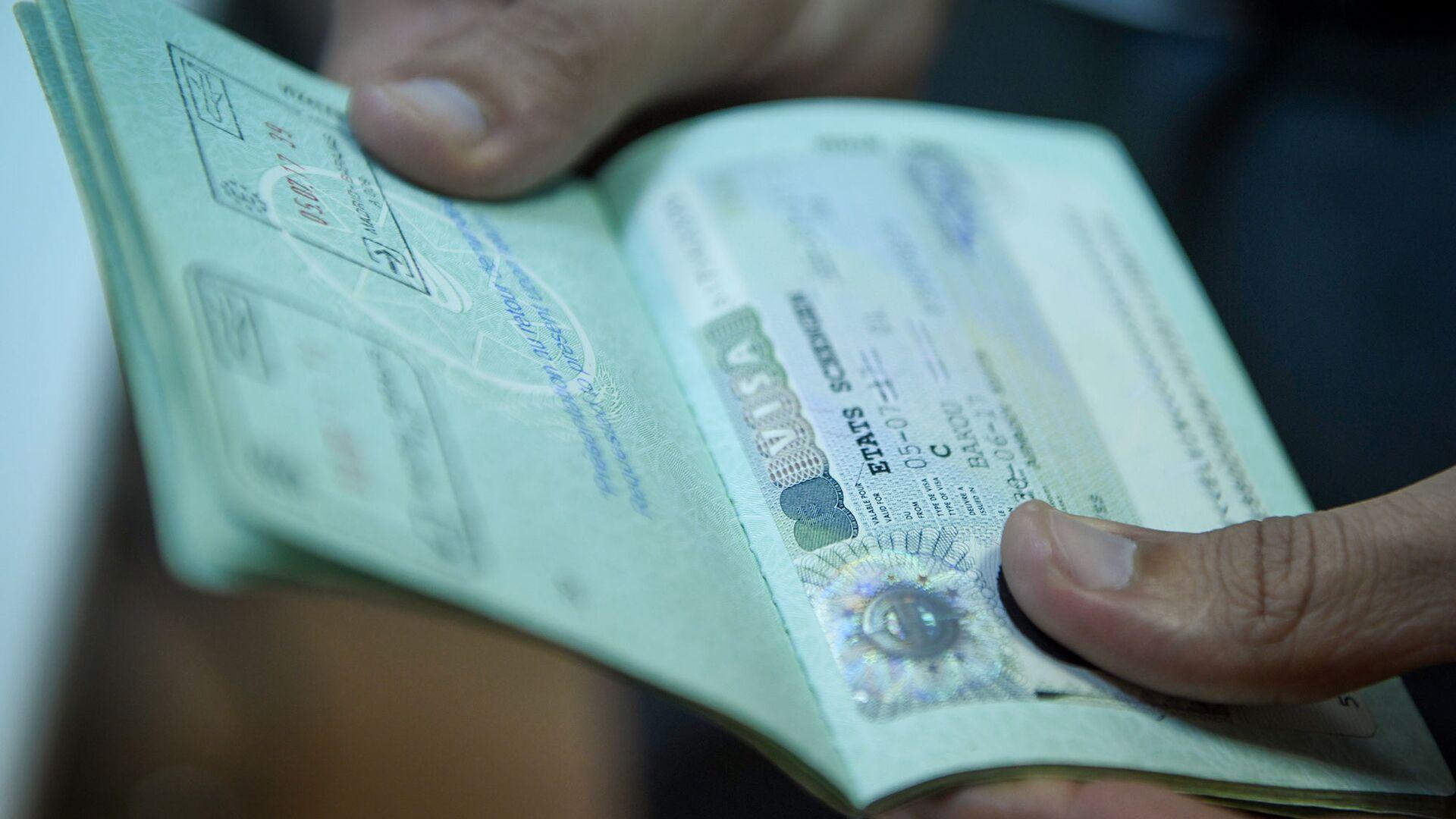 Виза в паспорте гражданина Азербайджана, фото из архива - Sputnik Азербайджан, 1920, 01.02.2021