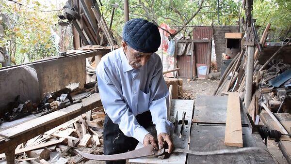 Не просто плотник: как азербайджанец работает в 90 лет - Sputnik Азербайджан