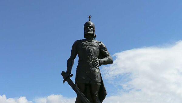 Памятник Бабеку в городе Бабек - Sputnik Азербайджан