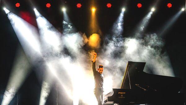Венгерский пианист Петер Бенце совсем скоро посетит Баку с сольным концертом - Sputnik Азербайджан