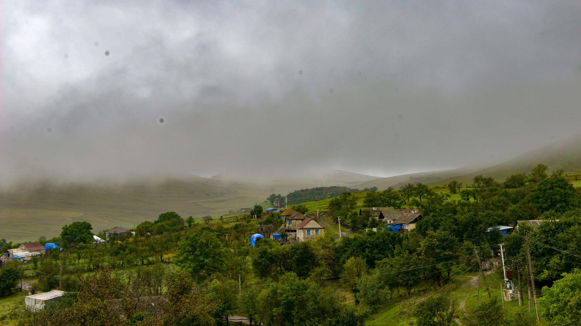 Туман в селе Чайкенд, фото из архива - Sputnik Azərbaycan, 1920, 17.09.2021