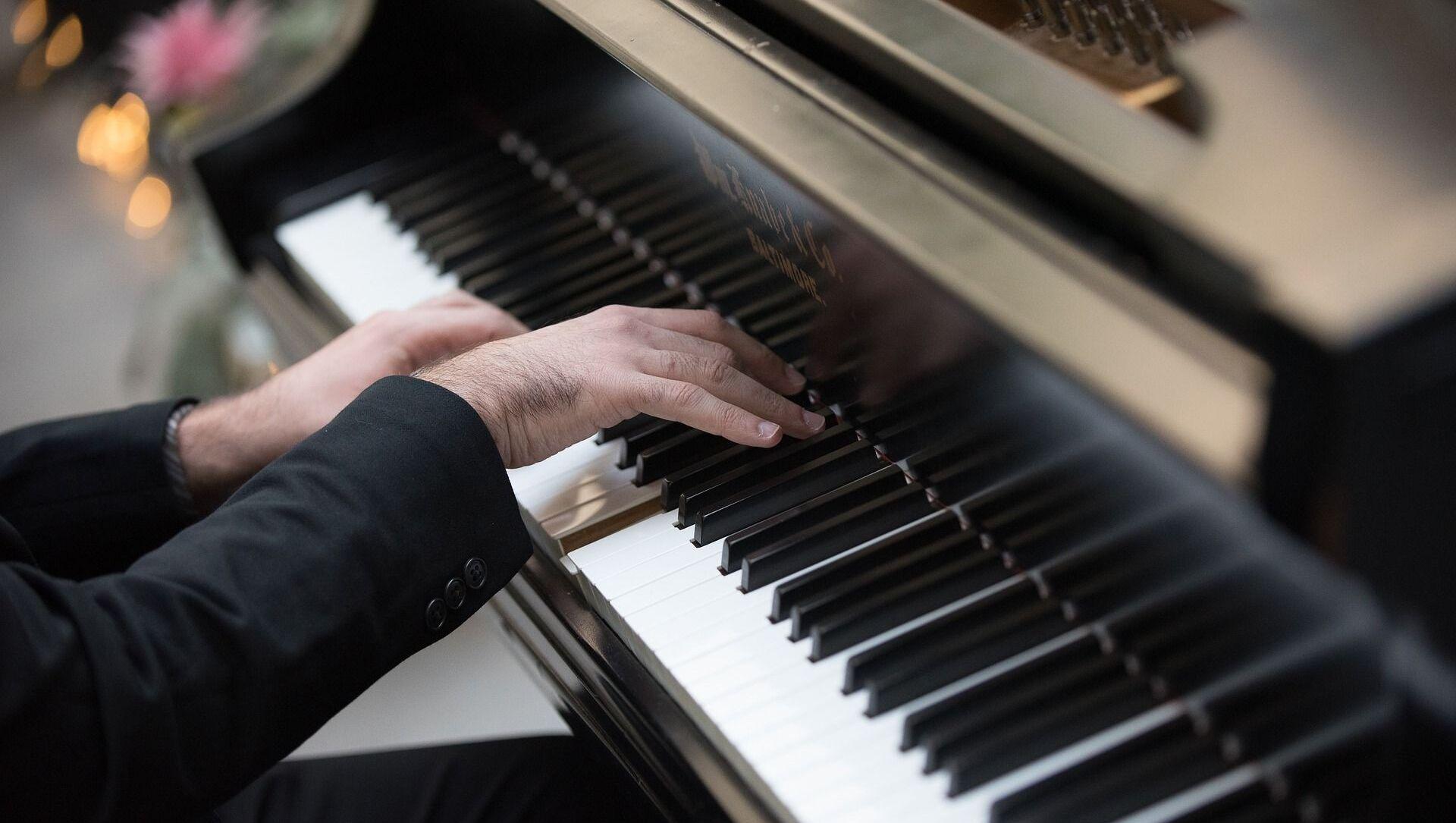Пианист, фото из архива - Sputnik Azərbaycan, 1920, 18.09.2021