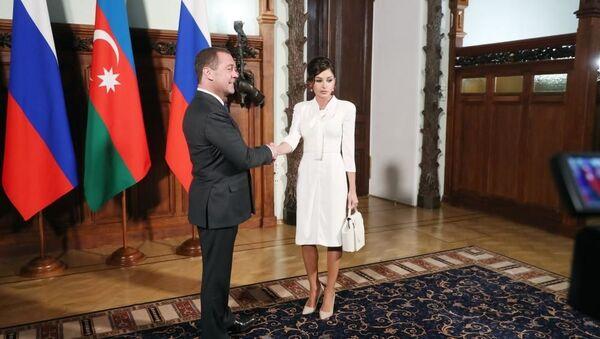 Первый вице-президент Мехрибан Алиева встретилась с премьер-министром России Дмитрием Медведевым - Sputnik Азербайджан