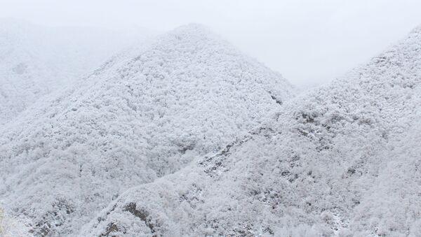 Снег в горах, фото из архива - Sputnik Азербайджан