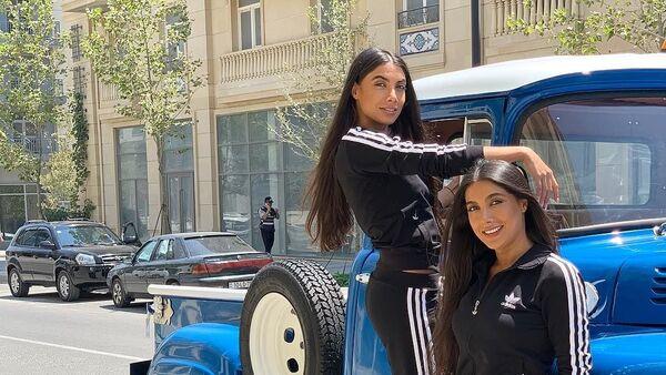 Азербайджанские исполнительницы, близняшки Севиль и Севиндж Сафаровы  - Sputnik Азербайджан