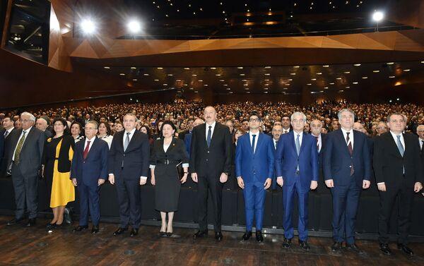 Президент Ильхам Алиев на церемонии по случаю 100-летнего юбилея Бакинского государственного университета - Sputnik Азербайджан