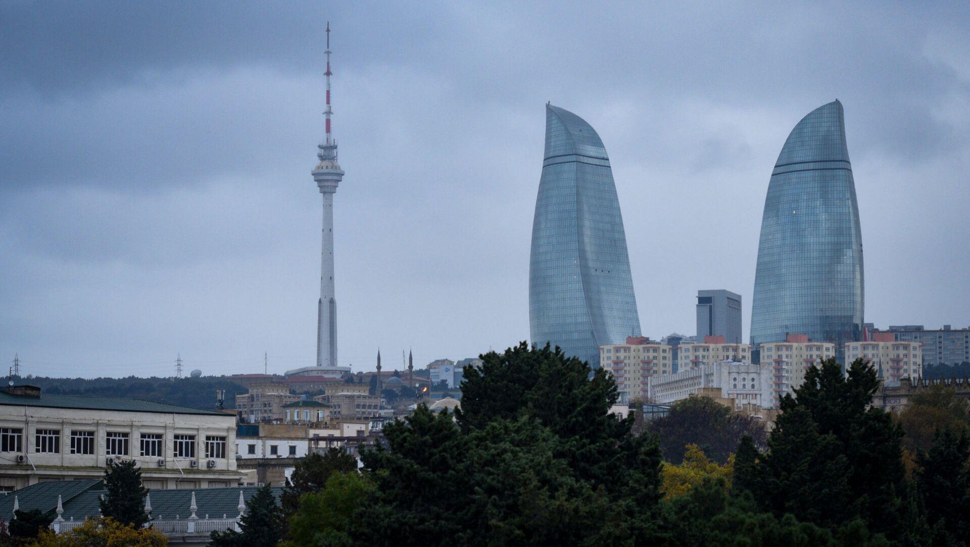 Вид на телебашню и Flame Towers в Баку - Sputnik Азербайджан, 1920, 22.09.2021