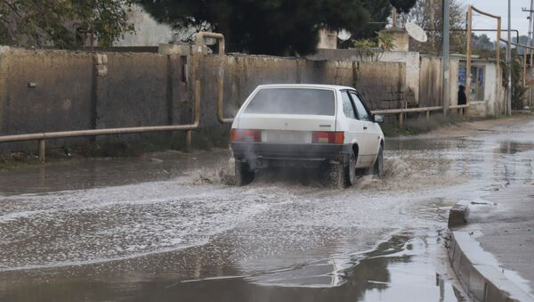 Pirşağı qəsəbəsində yağışdan sonra yol - Sputnik Азербайджан
