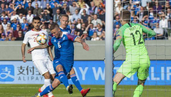 Игровой момент матча Исландия - Турция - Sputnik Азербайджан