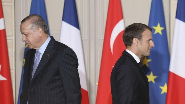 Президент Турции Реджеп Тайип Эрдоган и Президент Франции Эммануэль Макрон - Sputnik Азербайджан