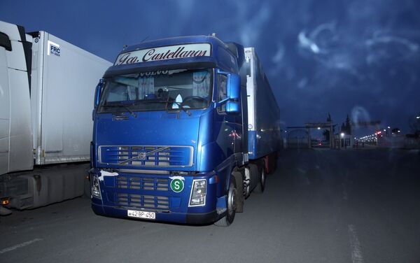 Задержанный на Астаринском таможенном пункте грузовой автомобиль марки Volvo - Sputnik Азербайджан
