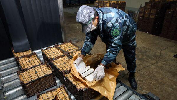 Astara gömrük postunda saxlanılan yük avtomobilində 933 kiloqramdan artıq heroin aşkar edilib - Sputnik Азербайджан