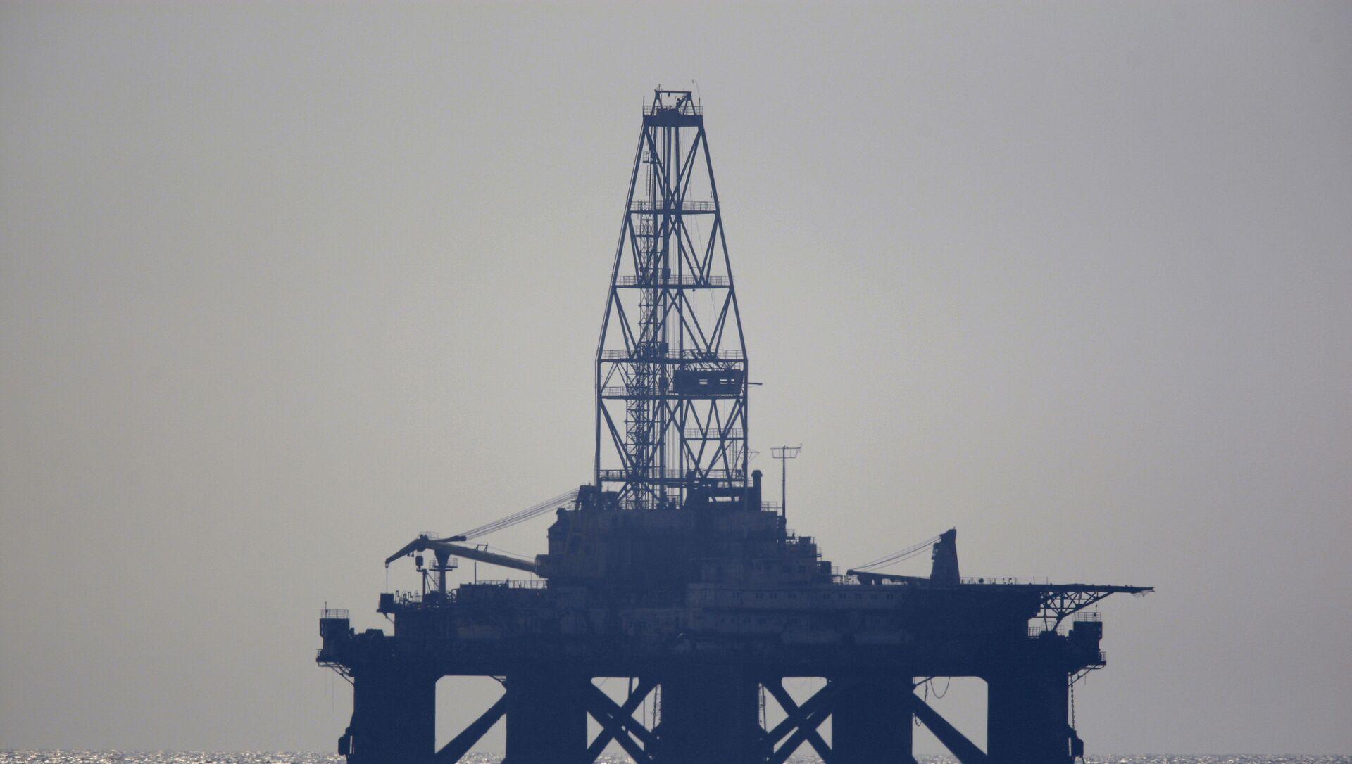 Нефтяная платформа в Каспийском море - Sputnik Азербайджан, 1920, 13.08.2021