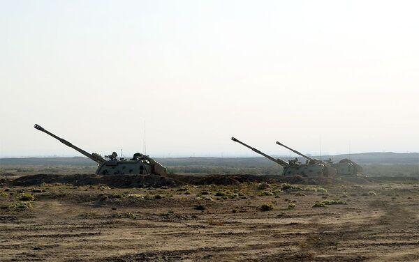 На общевойсковых полигонах проводятся тактические учения ракетно-артиллерийских подразделений - Sputnik Азербайджан