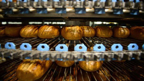 Камера охлаждения готового хлеба - Sputnik Azərbaycan