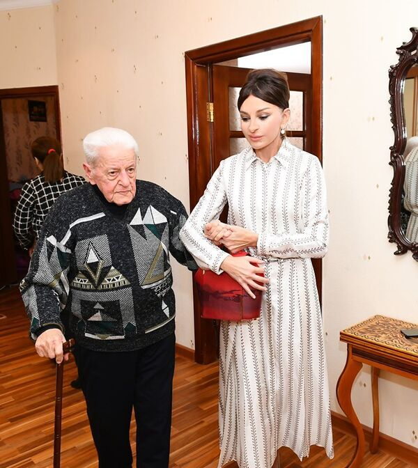 Инициированные Мехрибан Алиевой уникальные проекты, такие как Самая высокая забота о детях с сахарным диабетом, Во имя жизни без талассемии, Реконструкция и строительство медицинских учреждений, а также благотворительные акции находят отклик в сердцах людей и дают хорошие результаты.  - Sputnik Азербайджан