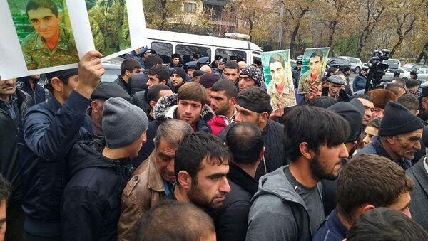 Акция протеста перед зданием Парламента Армении - Sputnik Azərbaycan