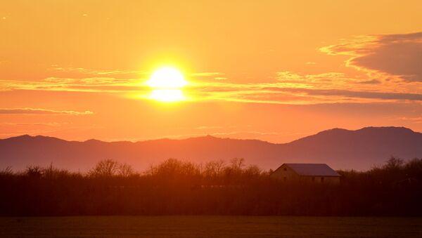 Закат солнца в деревне - Sputnik Азербайджан