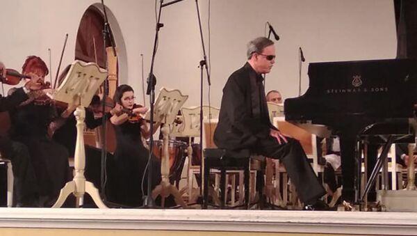 Всемирно известный венгерский пианист, лауреат международных конкурсов Тамаш Эрди - Sputnik Азербайджан