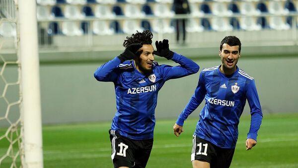 Футболисты клуба Карабах Абдуллах Зубир и Махир Эмрели - Sputnik Азербайджан
