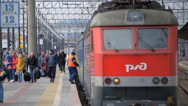 Прибытие поезда на вокзал, фото из архива - Sputnik Азербайджан