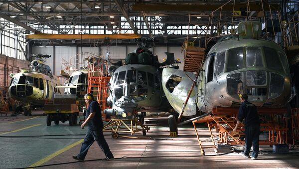 Ремонт вертолетов Ми-8 в цехе, фото из архива - Sputnik Азербайджан